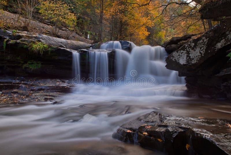 Vattenfall i höst nära Thurmond West Virginia royaltyfri foto