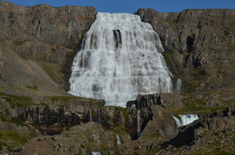 Vattenfall i Island Dynjandi royaltyfri fotografi