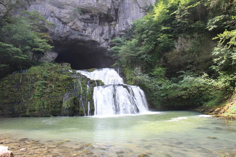 Vattenfall i Juraen, Frankrike royaltyfri bild