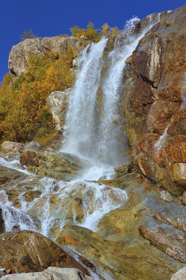 Vattenfall i Kaukasus arkivbilder