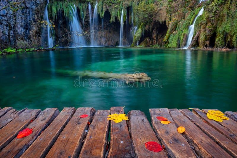Vattenfall i Plitvice sjöar royaltyfri foto