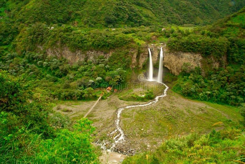 Vattenfall i rainforesten royaltyfri bild