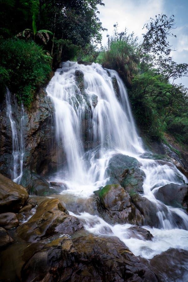 Vattenfall i Sa-Pa royaltyfri fotografi