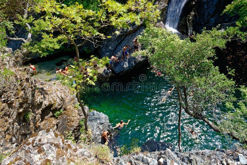 Vattenfall i Samothraki Vathres i nordliga Grekland royaltyfria foton