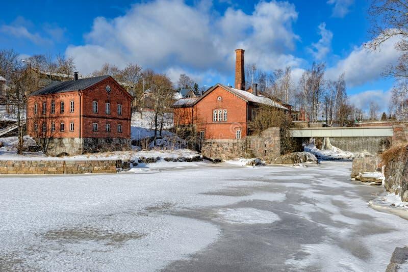 Vattenfall i Vanhankaupunginkoski och den gamla kraftverket, Helsink arkivfoton