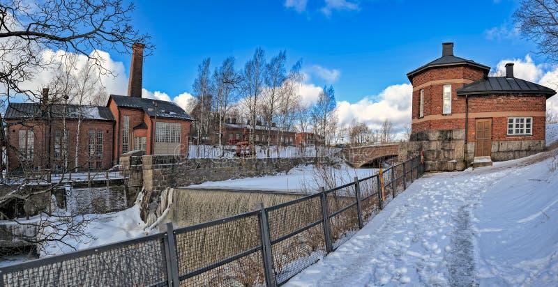 Vattenfall i Vanhankaupunginkoski och den gamla kraftverket, Helsink fotografering för bildbyråer