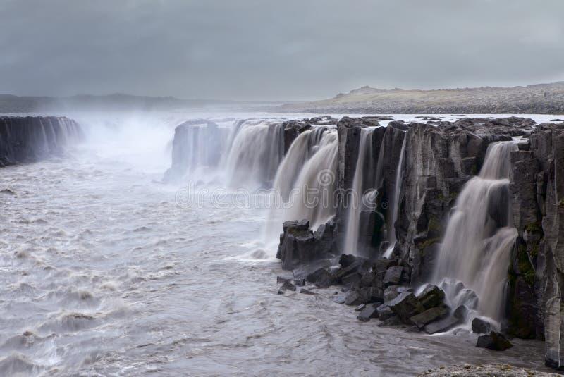 Download Vattenfall Island arkivfoto. Bild av flod, klippor, nordiskt - 25972344