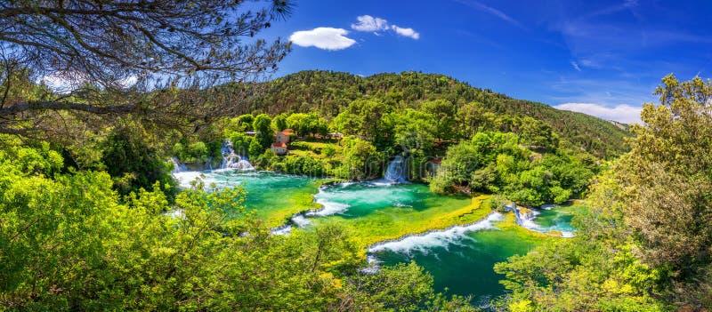 Vattenfall Krka, nationalpark, Dalmatia, Kroatien Sikt av den Krka nationalparken, Roski smällläge, Kroatien, Europa härligt royaltyfri foto