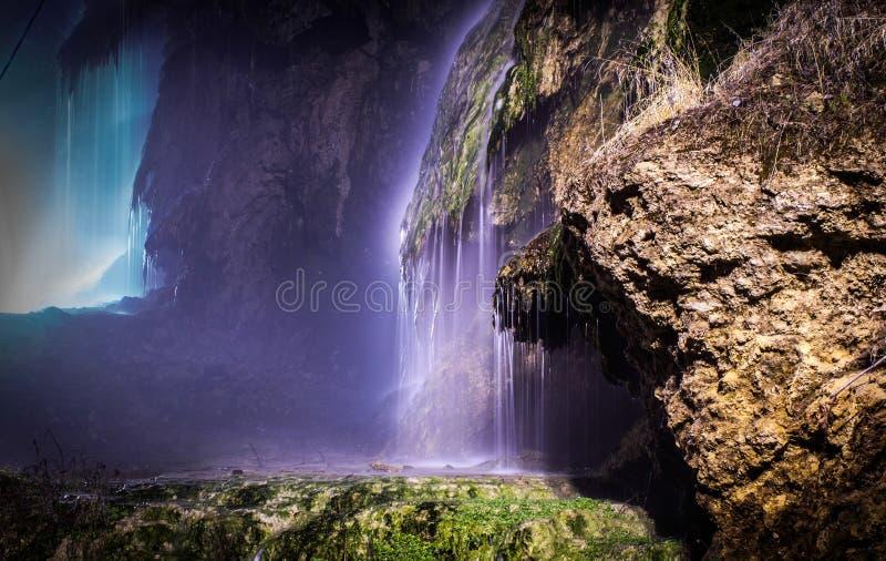 Vattenfall med termiskt vatten royaltyfri fotografi
