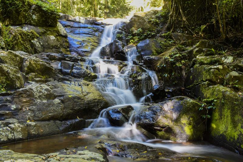 Vattenfall nära den Warringa pölen arkivbild