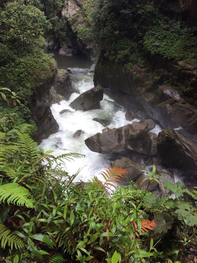 Vattenfall på Baños royaltyfri foto