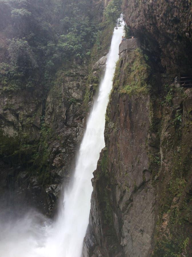 Vattenfall på Baños royaltyfri fotografi