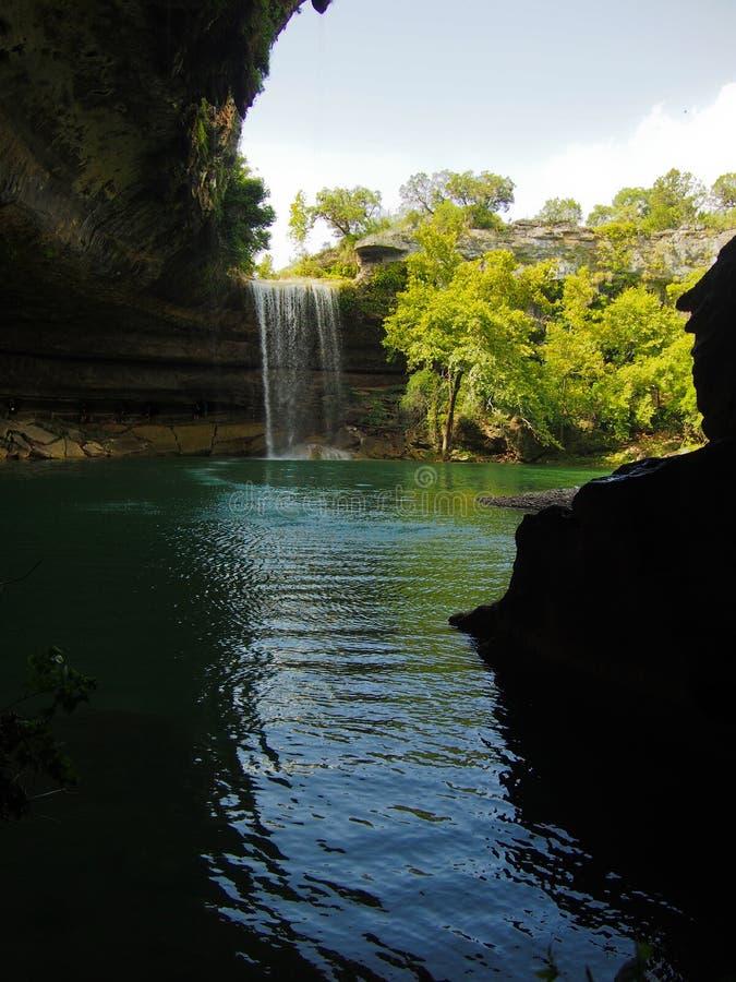 Vattenfall på Hamilton Pool Preserve nära Austin Texas royaltyfri fotografi
