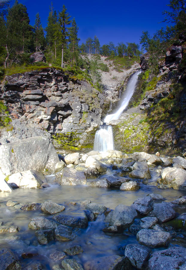 Vattenfall på Kola Peninsula, Ryssland royaltyfria bilder