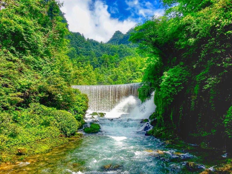 Vattenfall sceniskt område för sju lilla bågar, xiaoqikong arkivbild