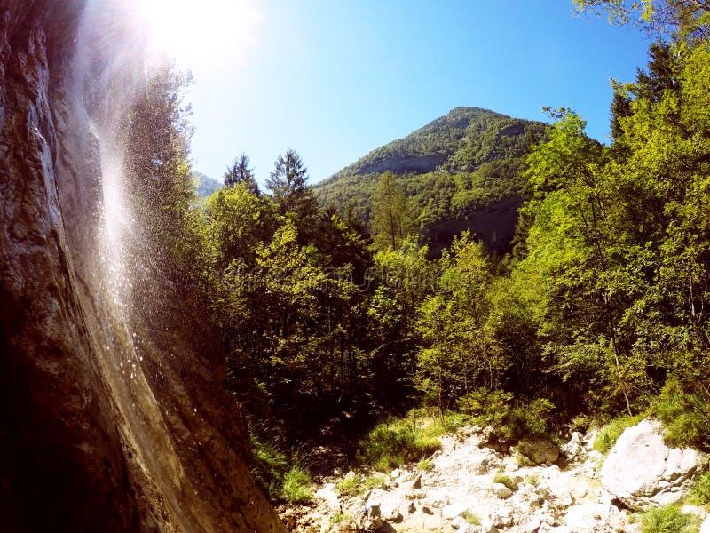 Vattenfall Slovenien Trenta royaltyfri fotografi