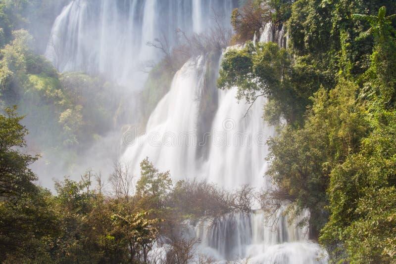 Vattenfall Thi Lo Su i Tak Province arkivbilder