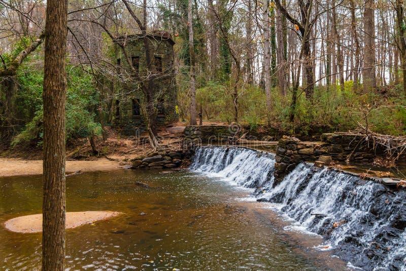 Vattenfallet i Lullwater parkerar, Atlanta, USA royaltyfria bilder