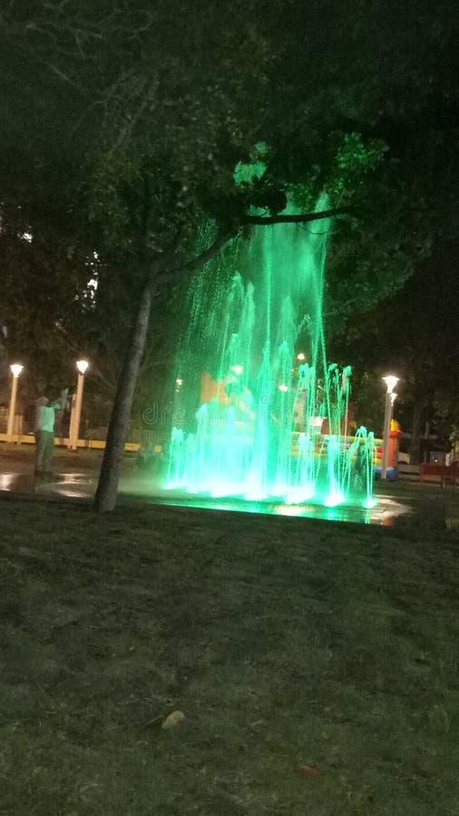 Vattenfallet i natten arkivbilder
