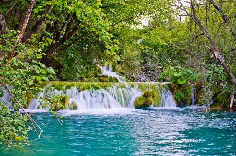 Vattenfallet i Plitvice sjöar parkerar, Kroatien arkivfoto