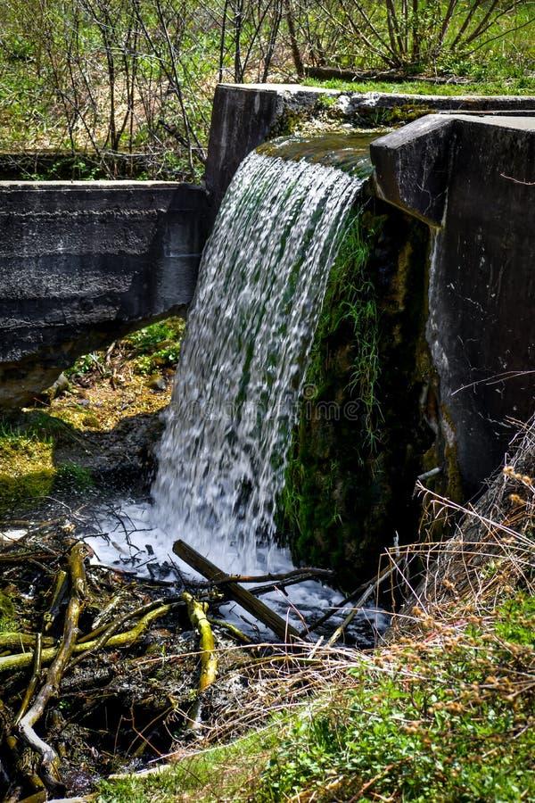 Vattenfallet på den Paradise vårnaturen parkerar - Eagle, Wisconsin arkivbild