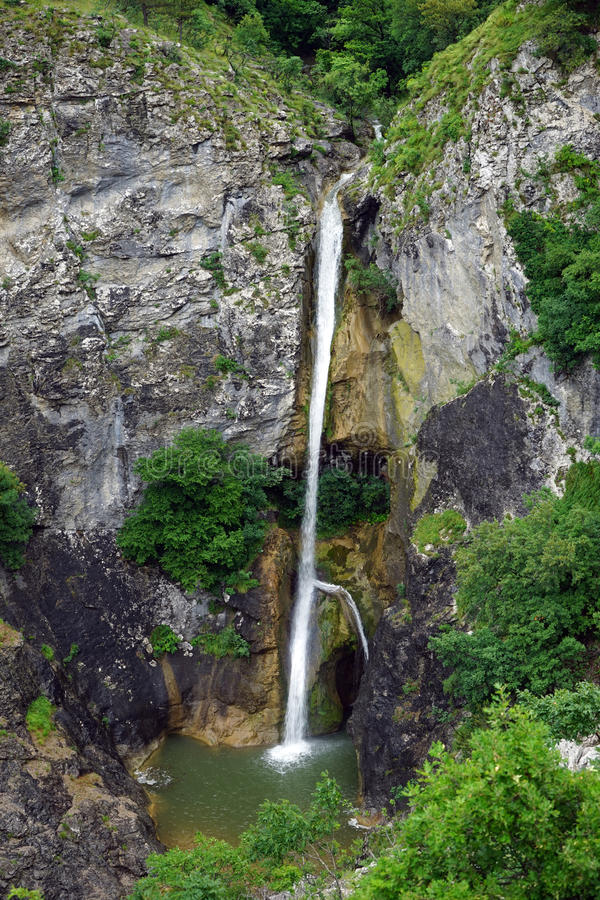 Download Vattenfallet på vaggar fotografering för bildbyråer. Bild av vatten - 78731395