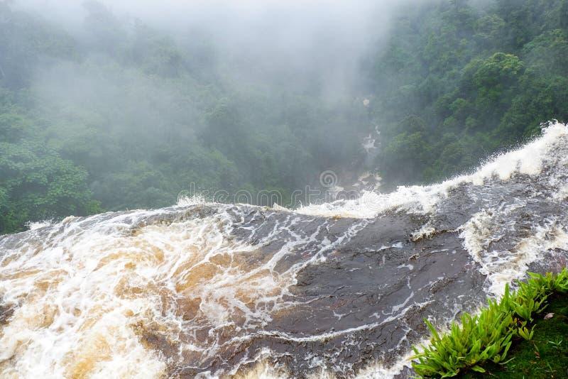Vattenfallklippa fotografering för bildbyråer