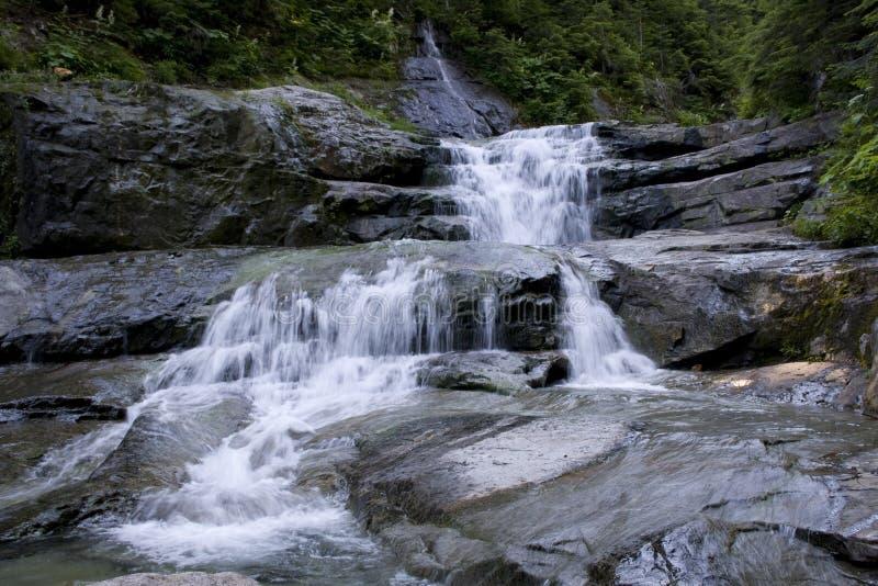 Vattenfallvattenfallet vaggar royaltyfri bild