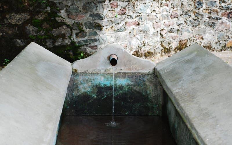 Download Vattenho i Ligosullo arkivfoto. Bild av wash, tvätteri - 37349114