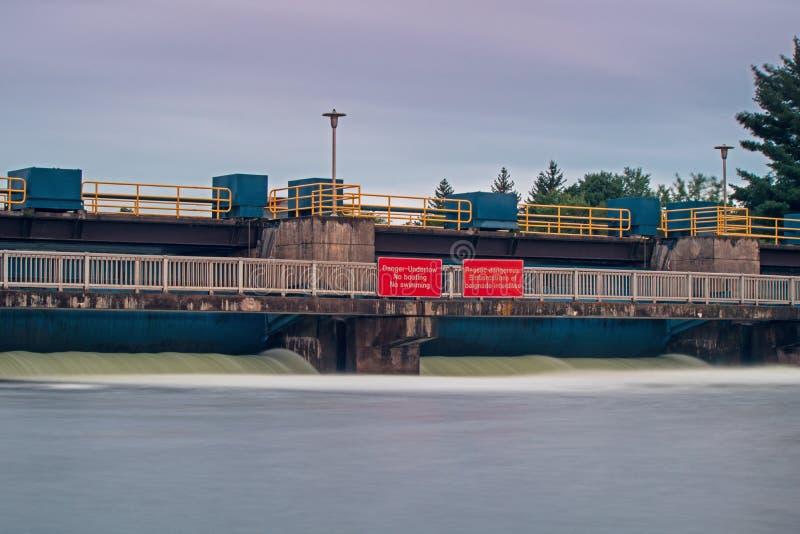 Vattenkontroll på de Buckhorn låsen royaltyfri bild