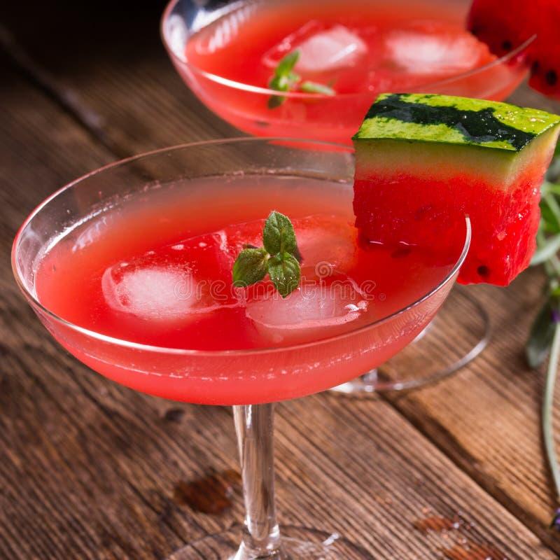Vattenmelonfruktsaft med is royaltyfri foto