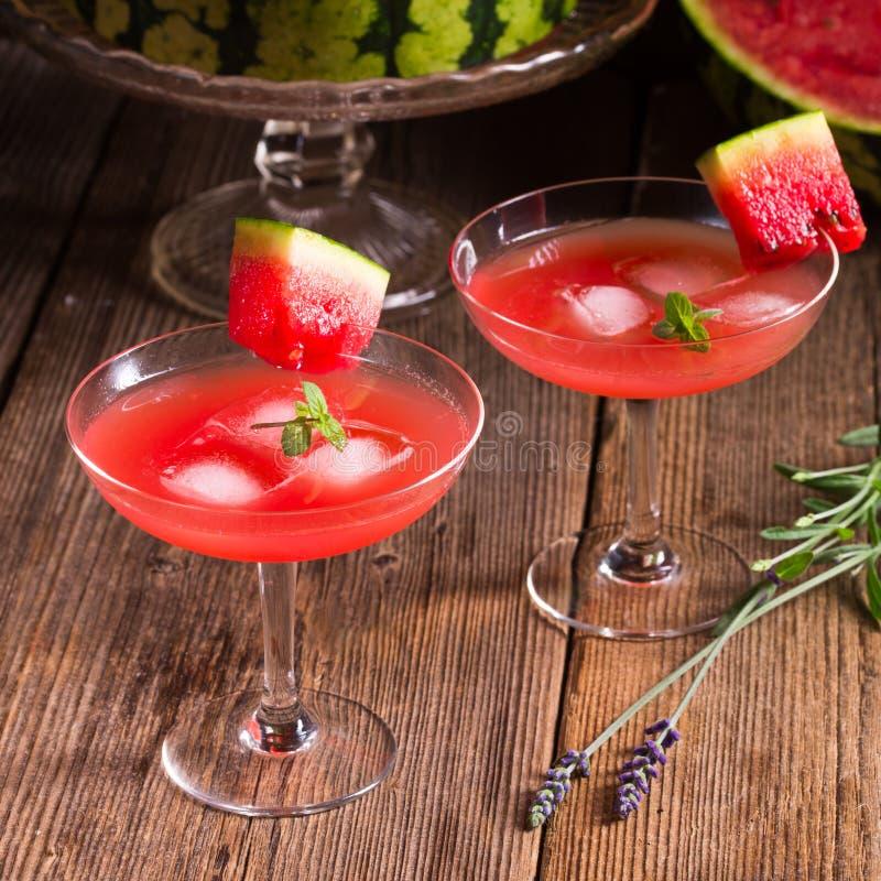 Vattenmelonfruktsaft med is royaltyfri bild