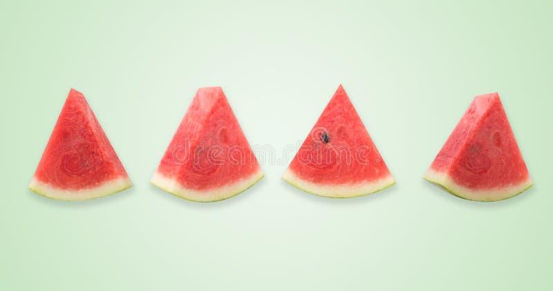Vattenmelonskivor på gul bakgrund Modernt utforma Id?rik fotografi royaltyfri illustrationer