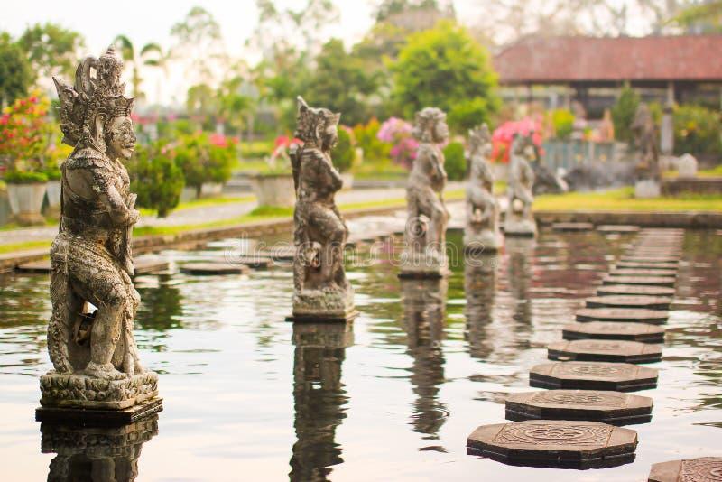 Vattenslott av Tirta Gangga i östliga Bali, Karangasem, Indonesien royaltyfria bilder