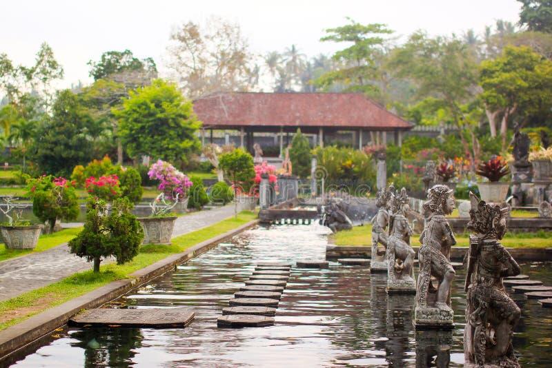 Vattenslott av Tirta Gangga i östliga Bali, Karangasem, Indonesien royaltyfria foton