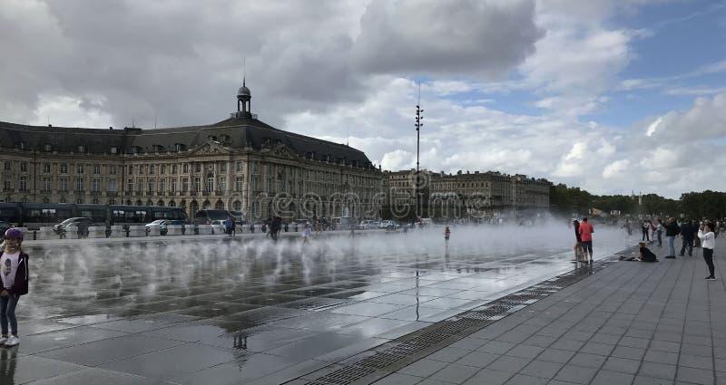 Vattenspegeln av Bordeaux royaltyfri fotografi