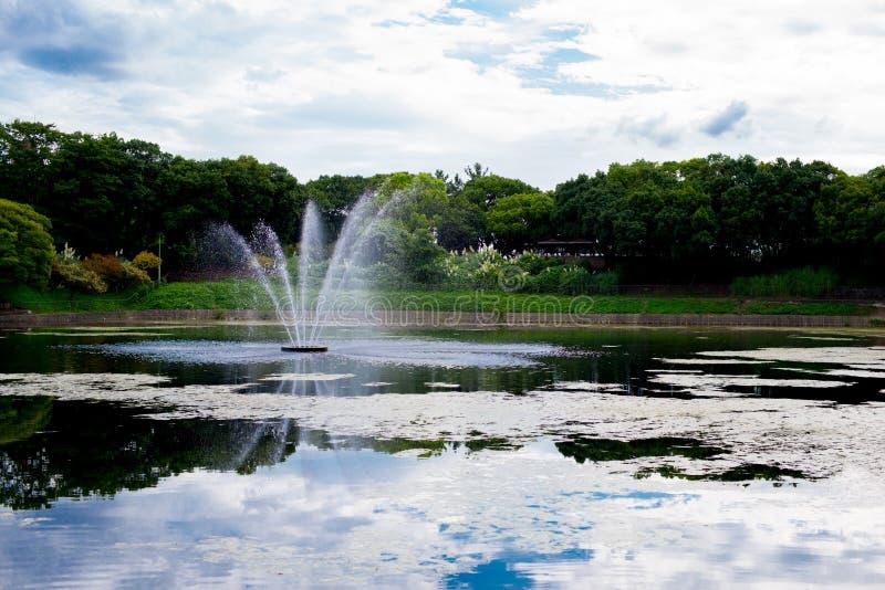 Vattenspringbrunnen parkerar i Kyoto, Japan Kyoto är themed med den japanska traditionella atmosfären från längesedan I sommartid royaltyfri fotografi