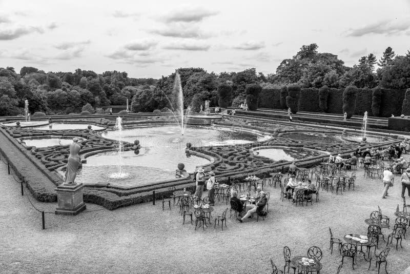 Vattenterrasser av den Blenheim slotten parkerar, UK royaltyfri bild