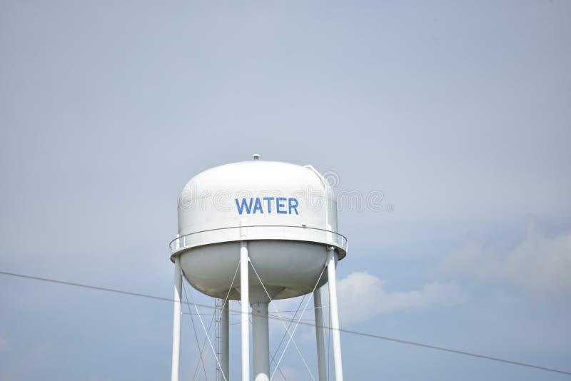 Vattentorn för dricksvattentillförsel royaltyfria foton