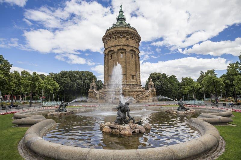 Vattentorn i mannheim Tyskland royaltyfri bild