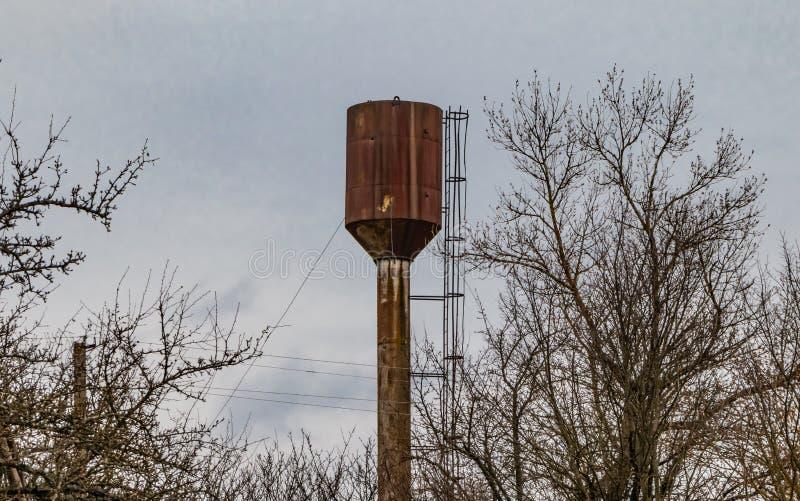 Vattentorn, lantlig behållare arkivfoto