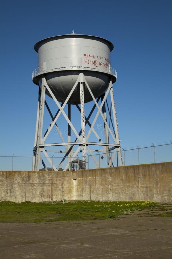 Vattentorn på den Alcatraz ön fotografering för bildbyråer