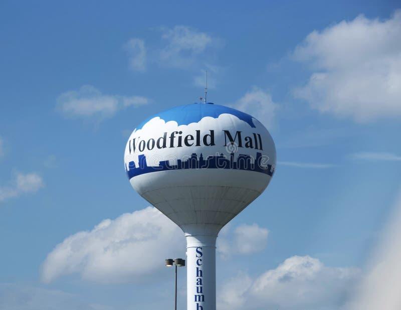 Vattentorn på den Woodfield gallerian, Schaumburg, IL arkivfoto