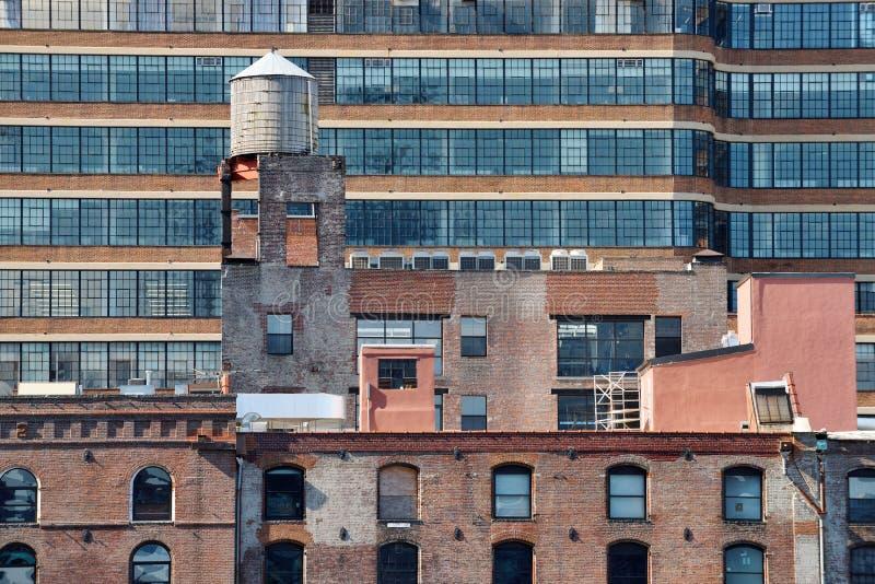 Vattentorn på taket arkivfoto
