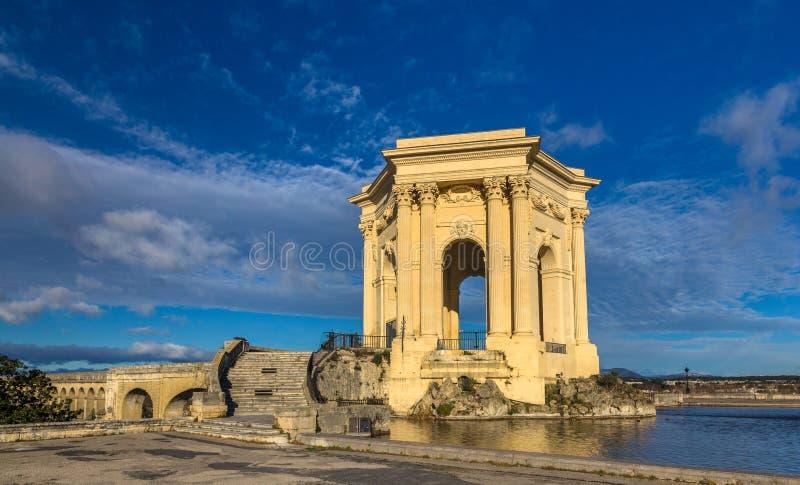 Vattentorn slutligen av akvedukten i Montpellier, Frankrike arkivbilder