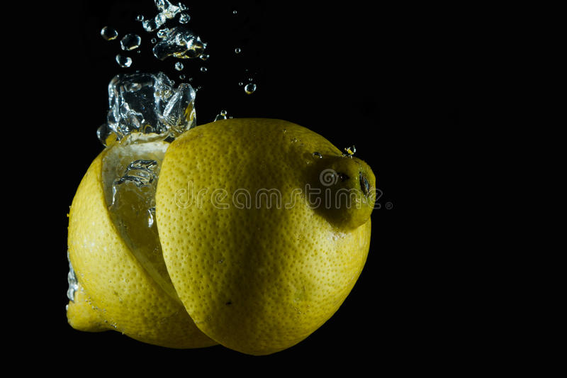 Vattnig citron arkivfoto