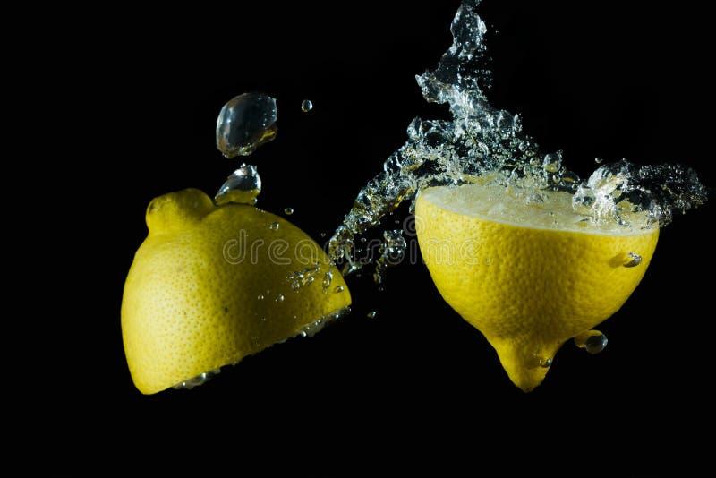 Vattnig citron III arkivfoton