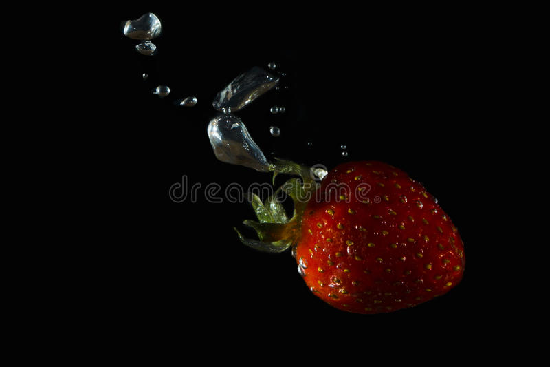 Vattnig jordgubbe royaltyfria bilder