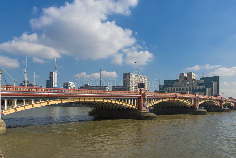 Vauxhall桥梁,伦敦英国 图库摄影