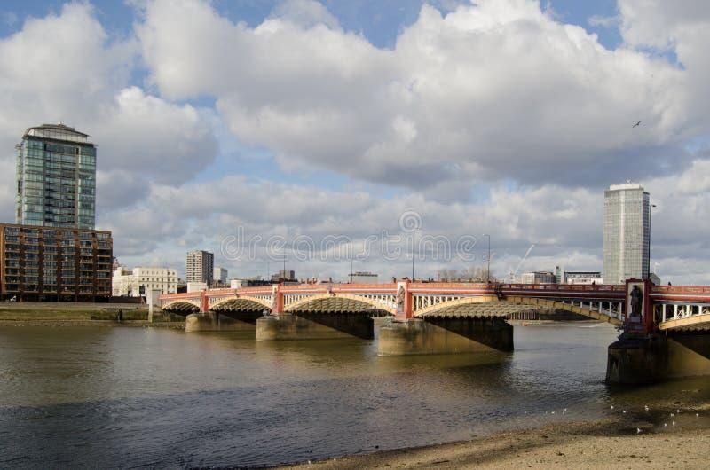 Download Vauxhall Most Nad Rzecznym Thames Zdjęcie Stock - Obraz: 32074670